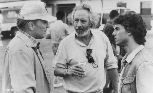 رابرت تاون (وسط) بههمىآه تام کروز (راست) و رابرت دووال،پشت صحنه «روزهای تندر»