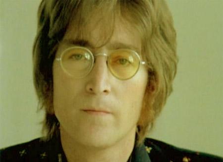 جان لنون، خواننده- ترانهنویس و نوازنده انگلیسی که با عضویت در گروه افسانهای «بیتلها» به شهرت رسید در روز هشتم دسامبر 1980 در جلوب آپارتماناش در ساختمان داکوتا در شهر نیویورک به وسیله شلیک پنج گلوله از جانب شخصی به نام دیوید چپمن که یک طرفدار افراطی او بود و از بیماری خاصی رنج میبرد قرار گرفت. نام و یاد او در تاریخ موسیقی و فعالیتهای صلحطلبانه باقی خواهد ماند