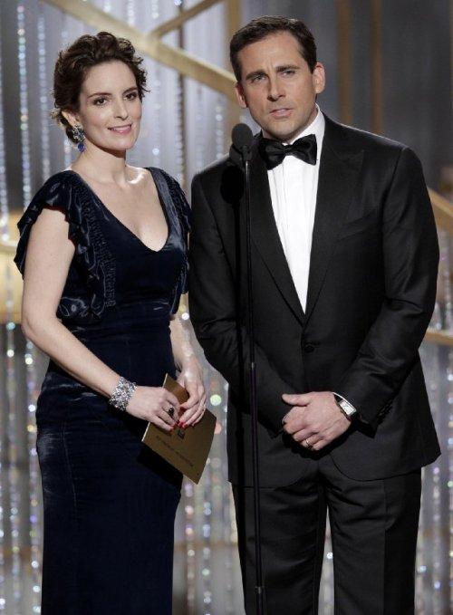 زوج استیو کرل و تینا فی که در مراسم امسال بهترین فیلم نامه را اعلام کردند.
