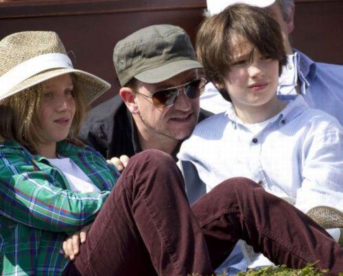 بانو و کوچکترین پسرهایش الیجا و جان