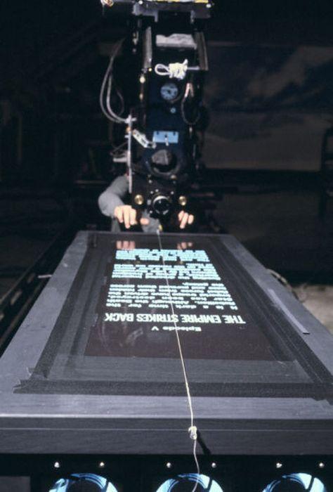 امپراتوری بازمیگردد، فیلمبرداری حرکت خزندهی تیتراژ آغازین