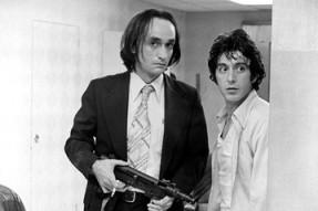 جان کزال (سمت چپ) و ال پاچینو در فیلم بعدازظهر سگی